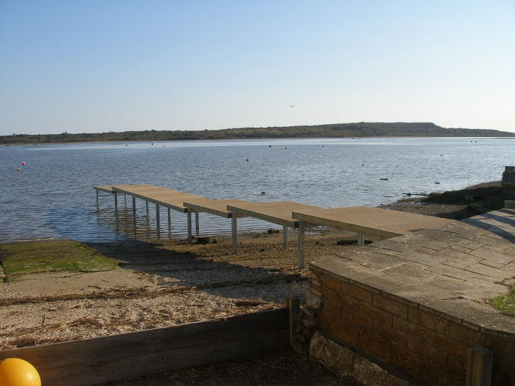 A stepped tidal jetty