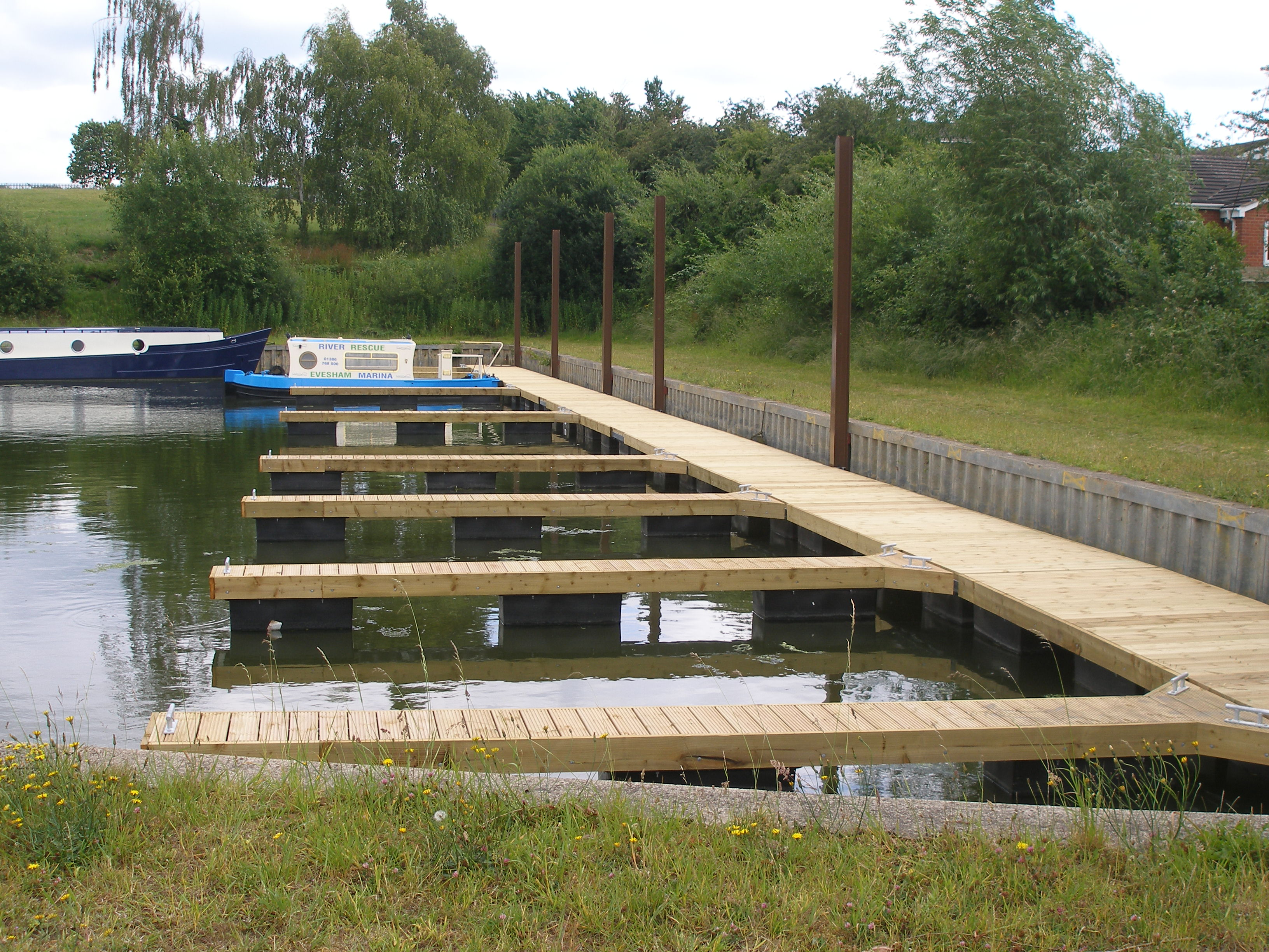 Mooring system for canal boats